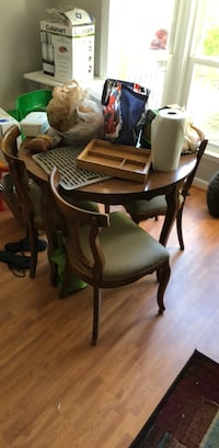 4 matching kitchen table chairs Baltimore, 21209