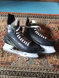 CCM mens ice skates size 10 worn only once. Son grew out of them.