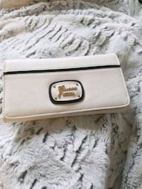 White Guess Wallet Toronto, M5V 2J2