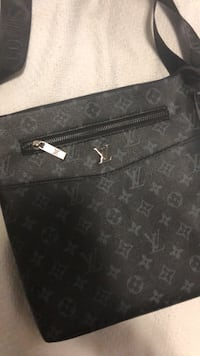 Louis Vuitton murse Surrey, V3R 4G8