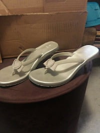 Gray sandals sz 10 Chattanooga, 37421