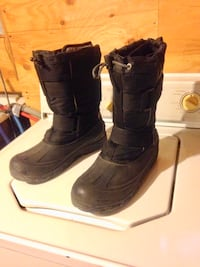 Winter boots size 9