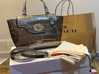 New authentic coach special edition bag with dust and gift box Mississauga, L5V 1R4