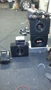 three black auto subwoofers and two 1-DIN head uni Woodburn, 97071