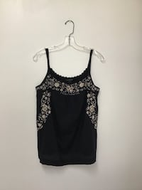 Women LUCKY BRAND 100% cotton black top with beige embroidering. Size-med