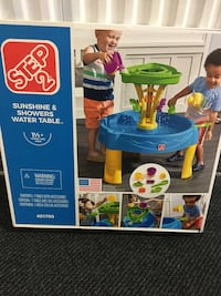 STEP 2 SUNSHINE & SHOWERS WATER TABLE
