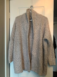 Sweater - almost new - size small Toronto, M6K 3R9