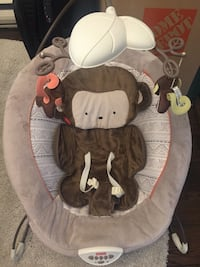 Baby's brown and white fisher-price bouncer Vancouver, V6H 1A5