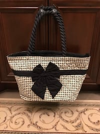 quilted white and black houndstooth bow-accent tote bag