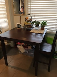 Dining table with 4 chairs - mahogany brown Los Angeles, 90022