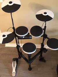 Roland V-drums Portable TD-4KP - like new, excellent condition, rarely used, pick up at North York Toronto, M2N 5R6