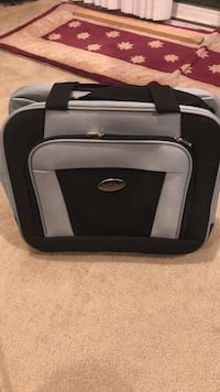 New medium size luggage with wheels and pull out handle Indio, 92203