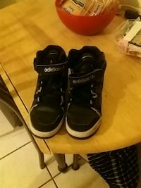 pair of black  basketball shoes Las Vegas, 89101