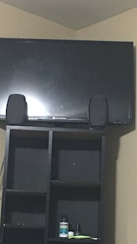 32 inch ELEMENT TV (free speakers & CD/smallbook table) Mississauga, L5N 8M7
