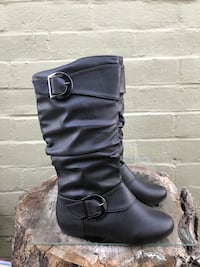Pair of black leather side-zip ankle-buckle mid-calf boots Modesto, 95351