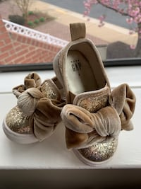 Gap Baby Bow Sneakers in Gold Glitter Vienna, 22182