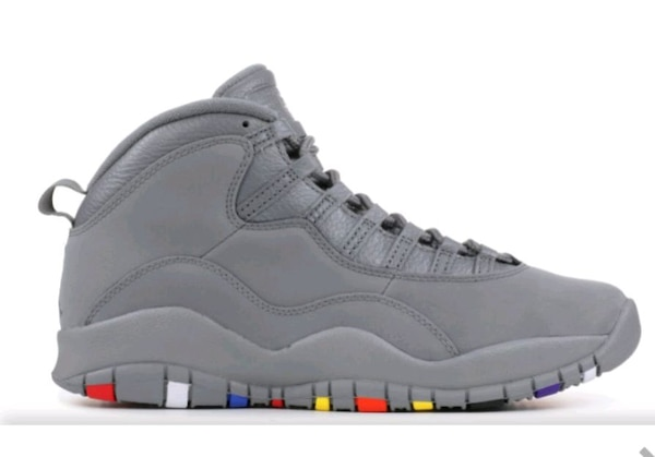 unpaired gray Air Jordan 10 shoe