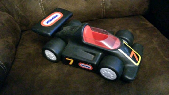 Photo Little tikes number 7 race car.