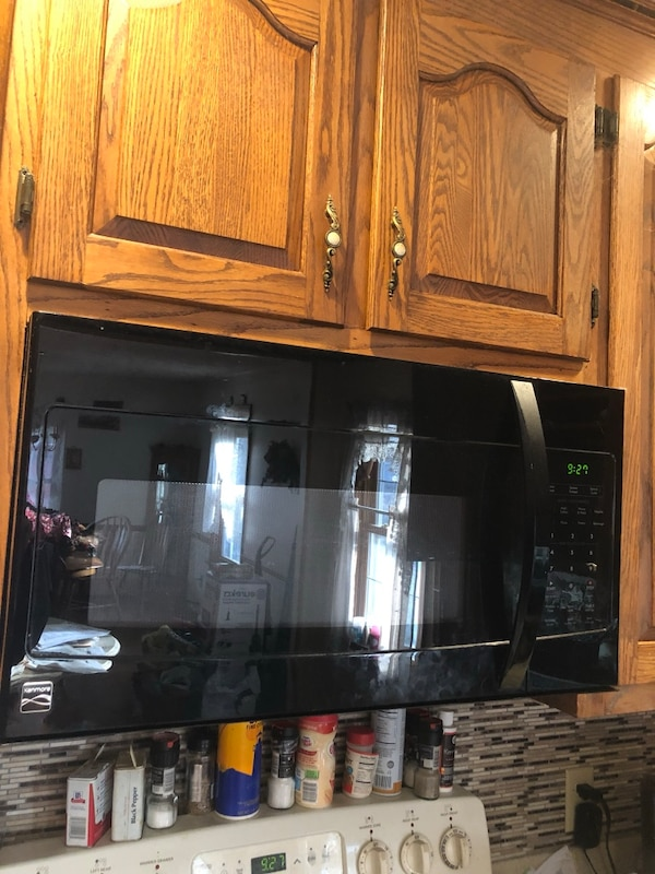 Under cabinet microwave kenmore like new