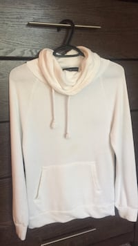 white pull-over hoodie