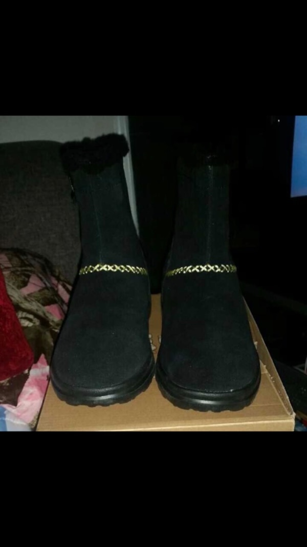 Uggs boots size 5 brand new! 95a903b0-1694-4c3e-878a-054dcb729558