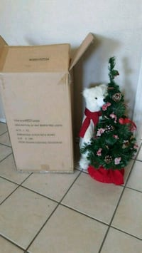 """Brand NEW 24"""" White Bear With Lighted Tree El Paso, 79915"""