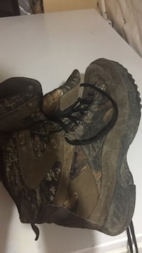 Size 8.5 barely use it winter boots