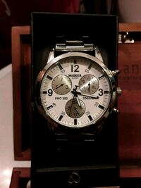 round silver-colored chronograph watch with link bracelet 1172 mi