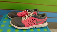 (312A) Girl's Sneakers NIKE Size 2 YOUTH