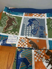 Reversible single quilt and pillow case Kelowna, V1Y 8N1