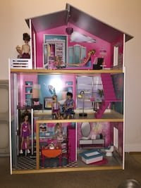 3ft Barbie doll house Reston, 20191
