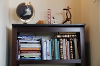Beautiful bookshelf (most accessories on top included) Vancouver