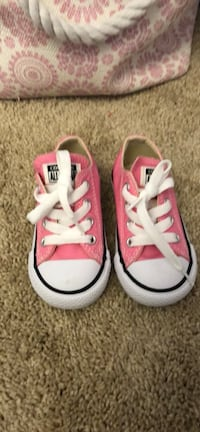 Toddler size 6 converse sneakers, never worn   Salem, 01970