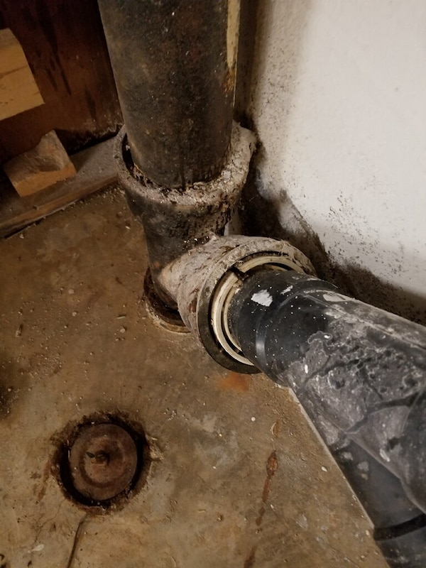 Plumber fixes all plumbing problems, licensed and experienced