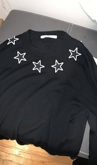 Givenchy sweater Barrie, L4M 4K9