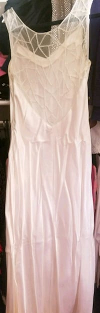 Size 11/12 white, long prom gown Newark, 19713