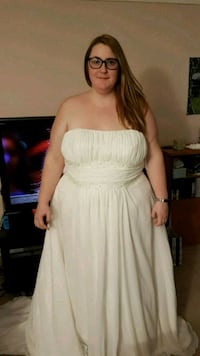 women's plus size wedding dress Hamilton, L8S 1A1