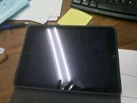 iPad 5 in perfect condition!!