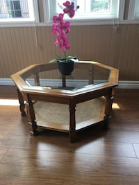Beautiful bevelled glass top refinished coffee table Elmira, N3B 1W4