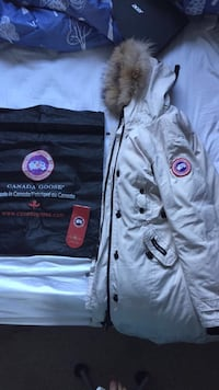 WOMANS CANADA GOOSE WINTER JACKET  1964 km