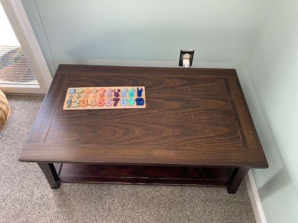 Coffee table and 2 end tables ad710b76-324a-48b4-8511-cc414e15c126