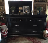 Queen bedroom set black and silver like new 2241 mi