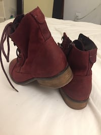 Woman Steve Madden Boots Burnaby, V5A 2C6