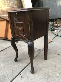 Small antique side table Mississauga, L5J 1J9