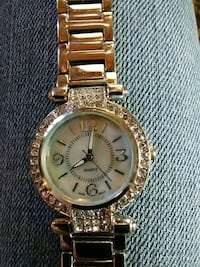round gold-colored analog watch with link bracelet Lakeside