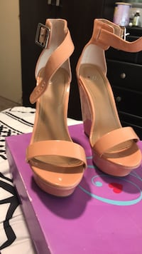 Pair of women's pink leather pumps Downey, 90242