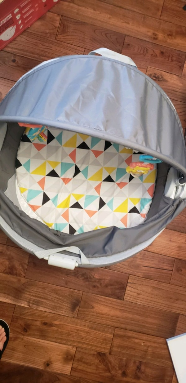 Fisher Price on the go Baby dome cff04241-7e4e-4afa-a209-2bd7a49cea98
