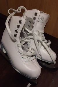 Girls figure skates...size 1 Burnaby, V3N 5E4