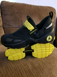pair of black-and-yellow Nike shoes San Diego, 92105