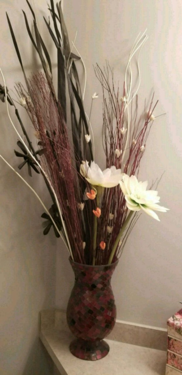 Used Brown And White Flower Arrangement For Sale In Spruce Grove Letgo